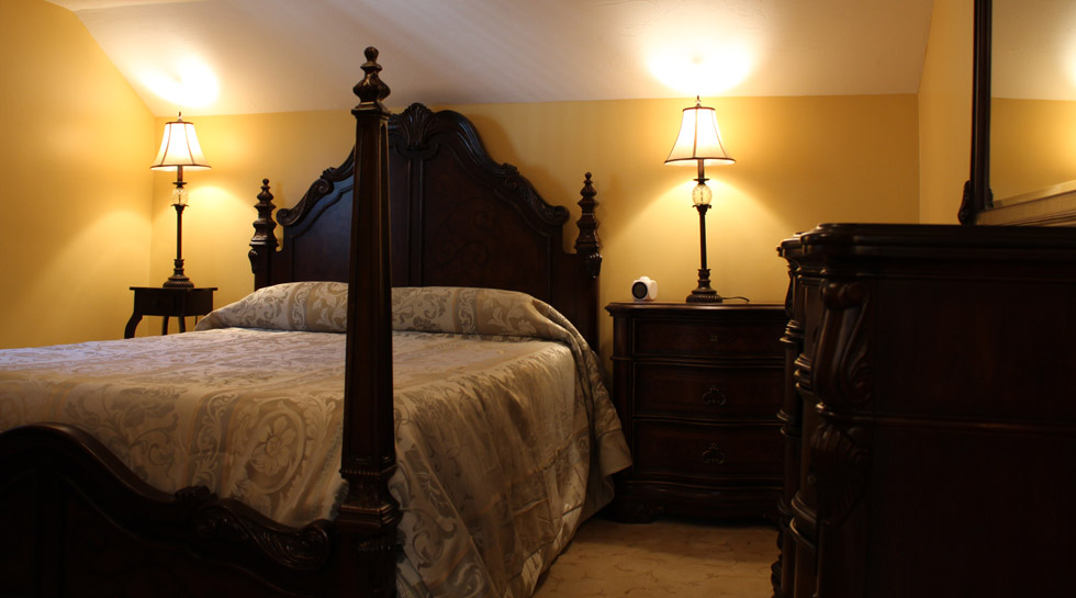 Queen Bedroom: